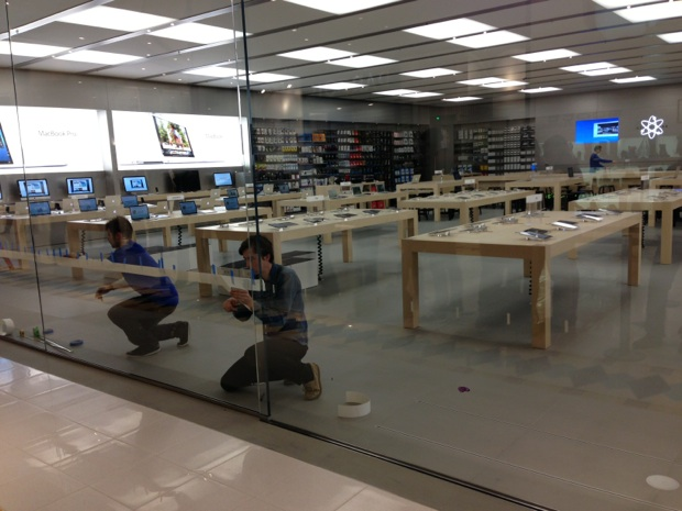 inauguration de l 39 apple store de nantes saint herblain macgeneration. Black Bedroom Furniture Sets. Home Design Ideas