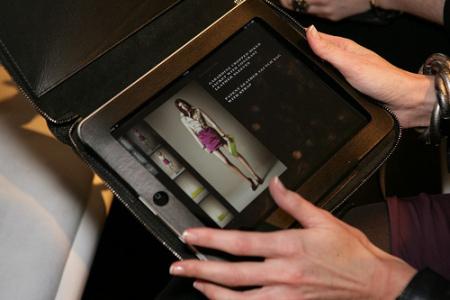 Une application iPad qui permettait aux acheteurs de passer commande de produits Burberry directement depuis les travées des défilés.